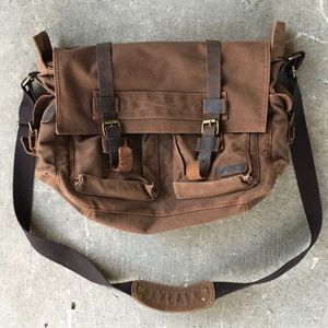 🆕 Listing!  Benchirly | Messenger Bag